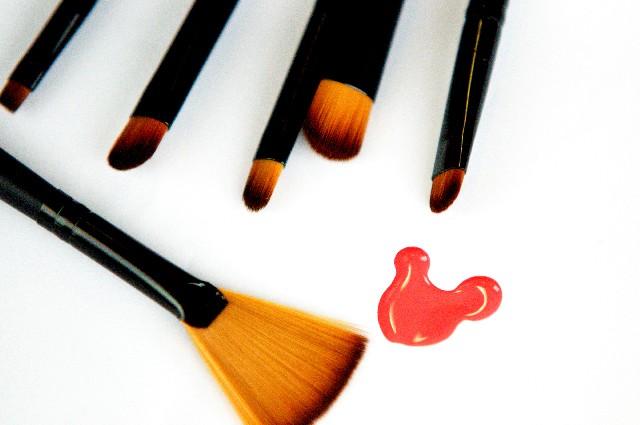化粧品 筆 イメージ